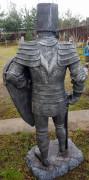 Фигура рыцаря «Рыцарь щит вверху»