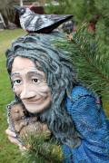 Садовая скульптура «Кикимора с ежом»