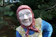 Садовая скульптура «Баба с козой»