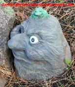 Декор цветника «Камень с лягушкой»