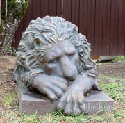 Садовая скульптура «Лев голова вниз»