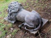 Фигура для сада «Лев голова вниз»