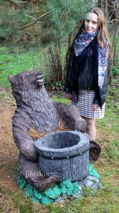 """Садовая фигурка """"Медведь с колодой"""""""