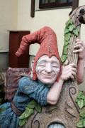 Садовая скульптура «Цветник «Эльф с альтом» (три кашпо)»