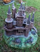 Садовая скульптура — Декоративная крышка люка «Замок»