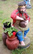 Садовая скульптура «Гончар (цветник два кашпо)»