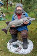 Садовая скульптура «Рыбак на льду»