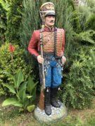 Садовая скульптура «Гусар в красном»